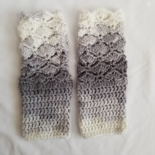 Grey Fantail Fingerless Gloves