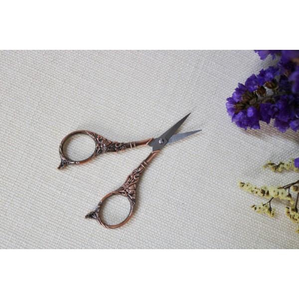 Small Vintage Style Sewing Scissors Embroidery Crane Lily Scissors Stork Scissors - Red